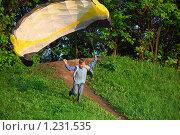 Купить «Мальчик учится летать на параплане», фото № 1231535, снято 26 мая 2009 г. (c) Losevsky Pavel / Фотобанк Лори