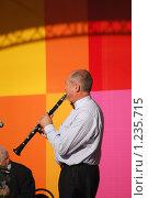 Купить «Музыкант на концерте играет на кларнете», фото № 1235715, снято 4 сентября 2009 г. (c) Анастасия Некрасова / Фотобанк Лори