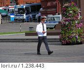 Купить «Москва. Манежная площадь. Милиционер», эксклюзивное фото № 1238443, снято 12 июня 2009 г. (c) lana1501 / Фотобанк Лори