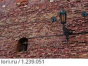 Фонарь и бойница в крепостной стене. Стоковое фото, фотограф Vet Novoseloff / Фотобанк Лори