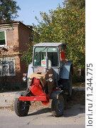 Купить «Трактор», фото № 1244775, снято 20 октября 2009 г. (c) Ольга Лерх Olga Lerkh / Фотобанк Лори