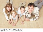 Купить «Семья лежащая на полу», фото № 1245855, снято 5 октября 2009 г. (c) Гладских Татьяна / Фотобанк Лори