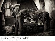 Ремонт старой машины. Стоковое фото, фотограф Печеркин Артем / Фотобанк Лори