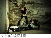 Купить «Хулиган нападает на девушку», фото № 1247815, снято 13 января 2019 г. (c) Шутов Игорь / Фотобанк Лори