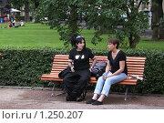 Купить «Трудный разговор», эксклюзивное фото № 1250207, снято 5 августа 2009 г. (c) Валерия Попова / Фотобанк Лори