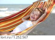 Купить «Девочка отдыхает на гамаке», фото № 1252567, снято 8 сентября 2009 г. (c) Анатолий Типляшин / Фотобанк Лори