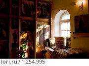 Богослужение в старообрядческом храме. Стоковое фото, фотограф Александр Подшивалов / Фотобанк Лори