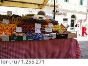 Фруктовый рынок в Венеции (2009 год). Редакционное фото, фотограф Эдуард Финовский / Фотобанк Лори