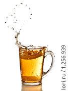 Купить «Капли чая в форме сердца», фото № 1256939, снято 14 ноября 2008 г. (c) Ярослав Данильченко / Фотобанк Лори