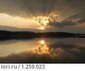 Закат над рекой. Стоковое фото, фотограф Евгения Никифорова / Фотобанк Лори