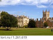 Купить «Внутренний двор колледжа святого Джона в Кембриджском университете», фото № 1261619, снято 24 сентября 2009 г. (c) Elena Rostunova / Фотобанк Лори