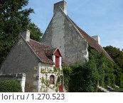 Старый французский домик в зелени (2009 год). Стоковое фото, фотограф Дживита / Фотобанк Лори