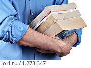 Купить «Мужчина держит несколько толстых книг. На белом фоне.», фото № 1273347, снято 26 ноября 2009 г. (c) Алексей Рогожа / Фотобанк Лори