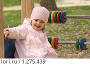Купить «Маленькая девочка на игровой площадке», фото № 1275439, снято 19 октября 2018 г. (c) Дарья Петренко / Фотобанк Лори