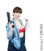 Купить «Девушка-милиционер с наручниками и пистолетом», фото № 1290067, снято 15 ноября 2009 г. (c) Яков Филимонов / Фотобанк Лори
