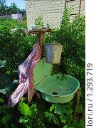 Купить «Умывальник на огороде», эксклюзивное фото № 1293719, снято 19 июля 2009 г. (c) lana1501 / Фотобанк Лори