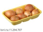 Купить «Семь луковиц в пластиковой таре», фото № 1294707, снято 15 декабря 2009 г. (c) Игорь Веснинов / Фотобанк Лори