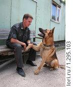Кинолог с собакой (2007 год). Редакционное фото, фотограф Андрей Ярцев / Фотобанк Лори