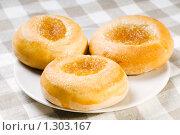 Купить «Свежие булочки на клетчатой салфетке», фото № 1303167, снято 17 декабря 2009 г. (c) Юлия Сайганова / Фотобанк Лори