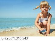 Купить «Девочка у моря», фото № 1310543, снято 20 августа 2009 г. (c) Анатолий Типляшин / Фотобанк Лори