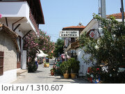 Улица курортного греческого городка Нео-Мармара (2008 год). Редакционное фото, фотограф Галина Новикова / Фотобанк Лори