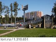 Купить «Пешеходный переход через МКАД», фото № 1310651, снято 5 сентября 2009 г. (c) Юрий Синицын / Фотобанк Лори