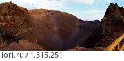 Купить «Панорама кратера вулкана Везувий», фото № 1315251, снято 8 апреля 2020 г. (c) SevenOne / Фотобанк Лори