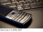 Телефон и Ноутбук (2009 год). Редакционное фото, фотограф Иван Веселов / Фотобанк Лори