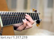 Игра на гитаре. Стоковое фото, фотограф Дмитрий Милехин / Фотобанк Лори