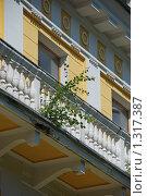 Купить «Окошко с балкончиком одного из корпусов военного санатория на территории парка Архангельское», эксклюзивное фото № 1317387, снято 22 июля 2009 г. (c) lana1501 / Фотобанк Лори