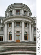 Купить «Елагин дворец», фото № 1320071, снято 29 октября 2009 г. (c) Александр Секретарев / Фотобанк Лори