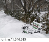 Купить «Зима. Скамейка в городском парке», фото № 1346615, снято 6 января 2010 г. (c) Andrey M / Фотобанк Лори