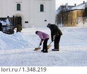 Купить «Уборка снега. Коломна.», эксклюзивное фото № 1348219, снято 4 января 2010 г. (c) ФЕДЛОГ / Фотобанк Лори
