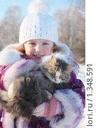 Девочка с котом на зимней улице. Стоковое фото, фотограф Майя Крученкова / Фотобанк Лори