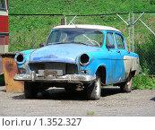 Купить «Ретро машина», эксклюзивное фото № 1352327, снято 11 июля 2009 г. (c) lana1501 / Фотобанк Лори