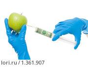 Купить «Введение в яблоко инъекции с долларами», фото № 1361907, снято 5 декабря 2009 г. (c) Сергей Новиков / Фотобанк Лори