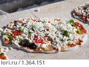 Купить «Пицца перед отправкой в печь», фото № 1364151, снято 18 мая 2009 г. (c) Константин Исаков / Фотобанк Лори