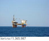 Купить «Нефтяная вышка в Черном море», фото № 1365987, снято 24 августа 2008 г. (c) Валентина Троль / Фотобанк Лори