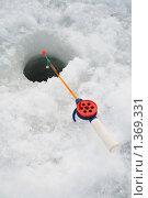 Удочка для зимней рыбалки рядом с лункой. Стоковое фото, фотограф Иван Коцкий / Фотобанк Лори
