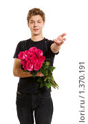 Купить «Молодой человек с букетом роз», фото № 1370191, снято 2 марта 2009 г. (c) Алена Роот / Фотобанк Лори