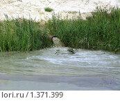 Сброс воды во время работы земельного снаряда. Стоковое фото, фотограф Юрий Зуев / Фотобанк Лори