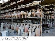 Купить «Древние римские амфоры в музее Помпей», фото № 1375967, снято 16 сентября 2008 г. (c) Алексей Попов / Фотобанк Лори