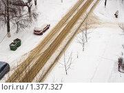 Купить «Снегопад. Вид на улицу Пушкинская в городе Щербинка Московской области», фото № 1377327, снято 8 января 2010 г. (c) Цветков Виталий / Фотобанк Лори