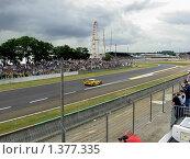 Желтый автомобиль на трассе Ле Ман Франция (2007 год). Редакционное фото, фотограф Сергей Шихов / Фотобанк Лори