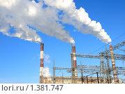 Купить «Дымящие трубы электростанции», фото № 1381747, снято 13 января 2010 г. (c) Дмитрий Калиновский / Фотобанк Лори