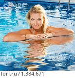Купить «Молодая симпатичная девушка в бассейне», фото № 1384671, снято 19 сентября 2019 г. (c) Andrejs Pidjass / Фотобанк Лори