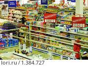 Купить «Торговый зал  супермаркета», эксклюзивное фото № 1384727, снято 16 января 2010 г. (c) Юрий Морозов / Фотобанк Лори