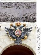 Купить «Российский герб над воротами Петропавловской крепости», фото № 1385967, снято 9 июня 2008 г. (c) Parmenov Pavel / Фотобанк Лори
