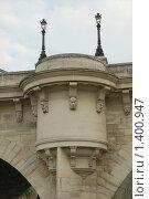 Купить «Смотровая площадка на каменном мосту острова Сите - Париж», фото № 1400947, снято 29 сентября 2008 г. (c) Александр Гончаров / Фотобанк Лори