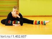 Купить «Балерина в полосатых гетрах сидит на полу», фото № 1402607, снято 9 января 2008 г. (c) Andrejs Pidjass / Фотобанк Лори